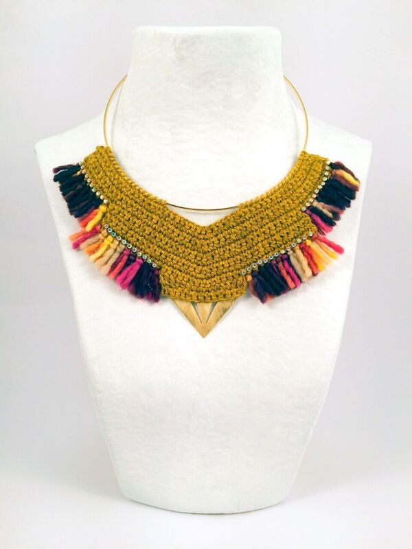 COLLAR AMARILLO 24